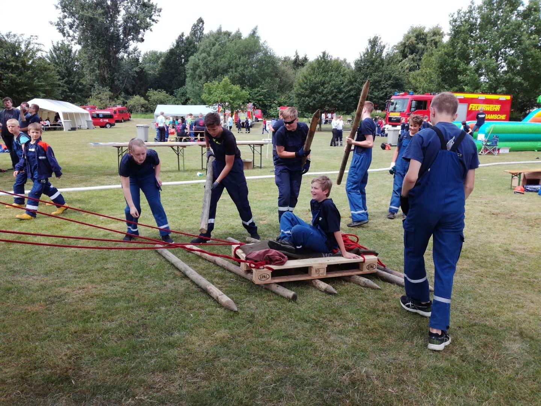 2018-06-16 Jugendfeuerwehr Spiel ohne Grenzen - Paletten-Floß