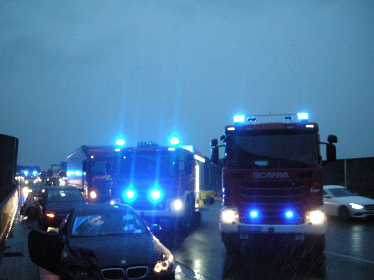 2018-10-02 BAB Verkehrsunfall 2 LKW + 5 PKW