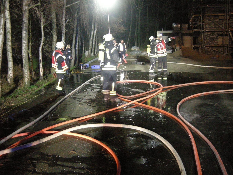 2020-01-12 Lagerhalle brennt Hansastraße